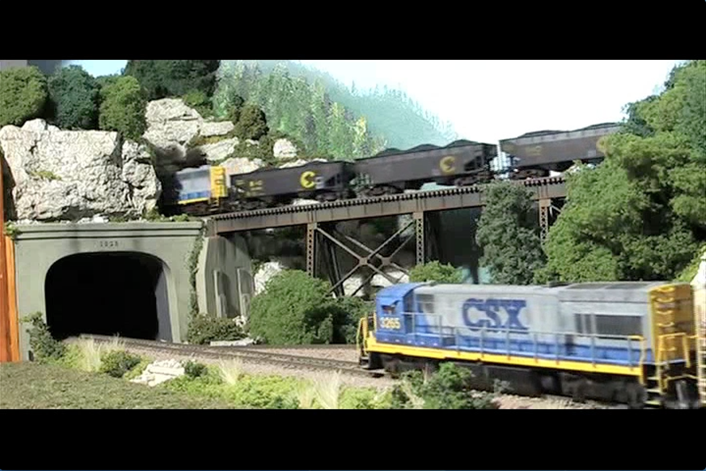 Video: Layout tour of Rick Van Laar's HO scale CSX model